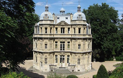 Замок Монте-Кристо недалеко от Парижа